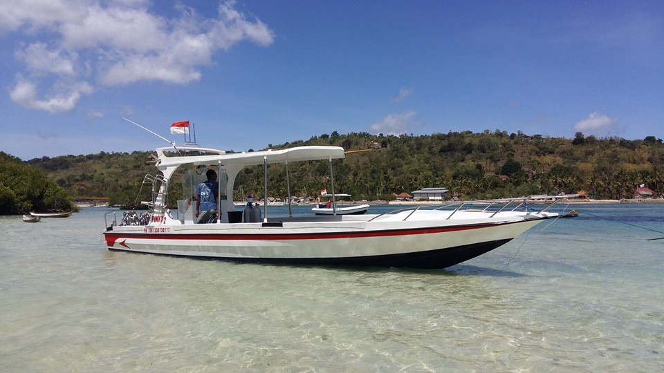Twin Island Dive Boat